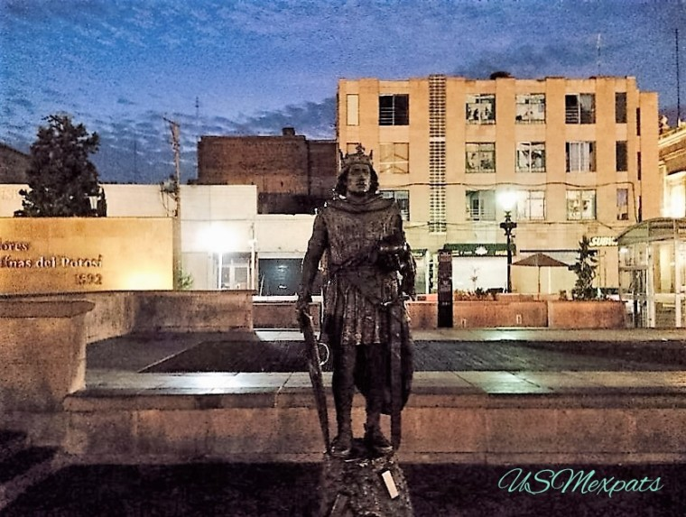 Estatua de San Luis Rey de Francia en la Plaza de Fundadores de San Luis Potosi King San Luis of France statue in the Founders Plaza USMexpats