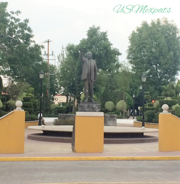 San Luis Potosi Plaza del Milenio man statue estatura hombre USMexpats